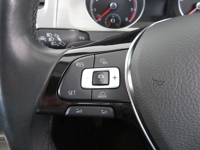 設定したスピードを上限に自動で加減速をし、一定の車間距離を保つ事で長距離運転の疲労を軽減する【ACC】が装備。