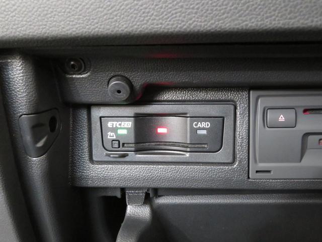 サイドウインドウ全体を覆う「カーテンエアバッグ」を含む合計6個のエアバッグを標準搭載。定評ある高剛性ボディと相まって優れた乗員保護性能を備えたコンパクトカーです。