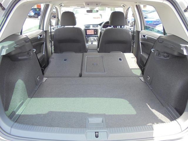 後席を両方倒せばラゲージ容量は1270リットルまで拡大可能です。