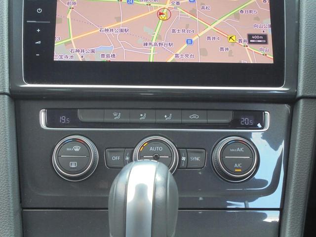 運転席側と助手席側で別々の温度設定が可能な2ゾーン式のフルオートエアコンです。
