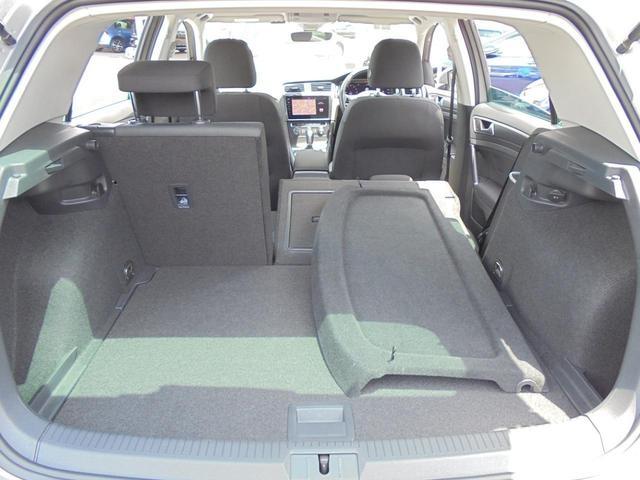 後席は4:6分割可倒式。長尺物を積み込み3名乗車でお出かけすることも可能です。