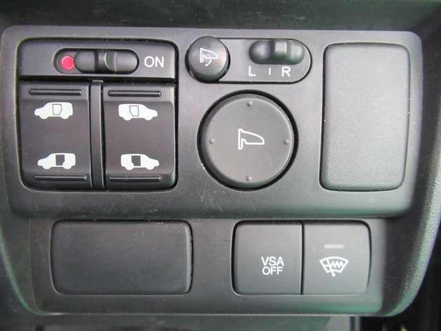左右電動スライドドア仕様、横滑り防止装置(VSA)も付いてますh