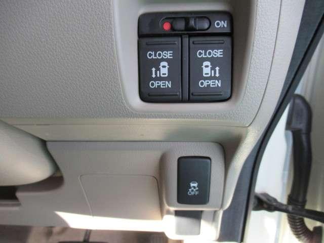 左右電動スライドドア仕様、横滑り防止装置(VSA)もついています