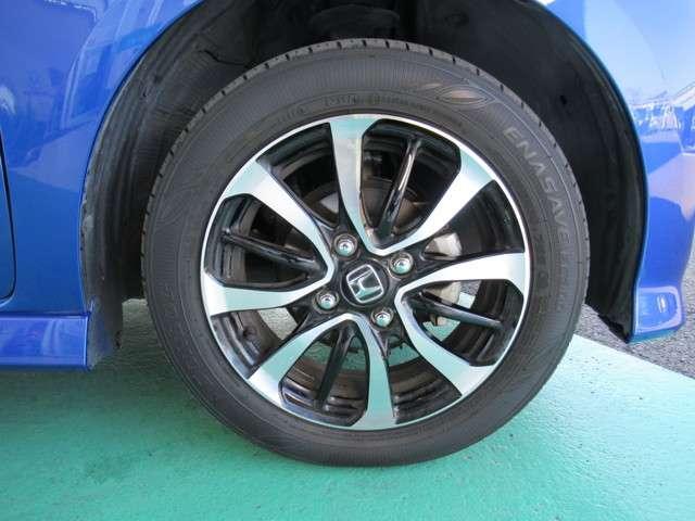 純正14アルミホイールを装備、タイヤは4本新品に交換いたします。