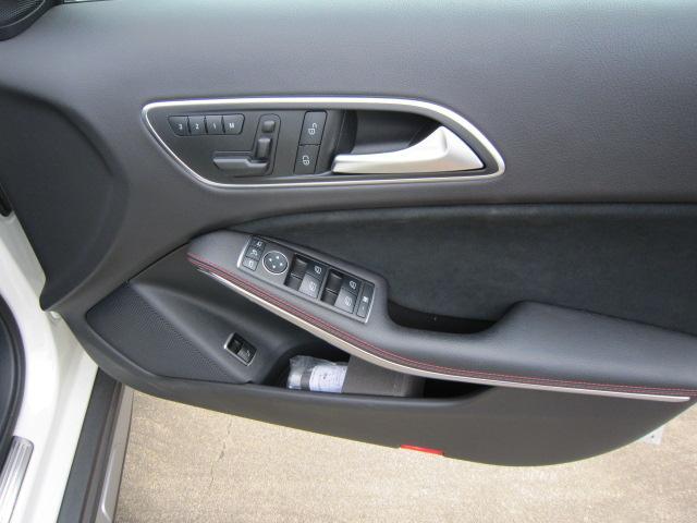 GLA180 スポーツ AMG18インチAW ハーフレザーシート パワーリアゲート シートヒーター パークトロニクス 記録簿 ワンオーナー(20枚目)