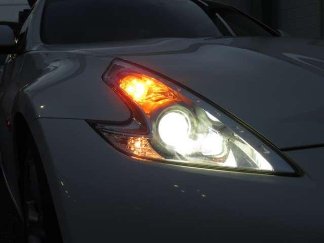 キセノンヘッドライトで夜間走行も明るく安全。そしてファショナブルです♪