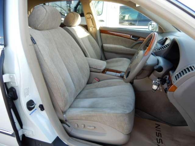 内外装およびエンジンル-ムなど専用クリ-ニング致します。車両クリ-ニングのプロが施工致しますので!高品質な1台に蘇りますよ♪(全在庫無料施工)