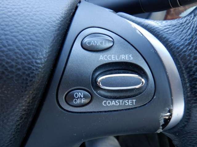 クルーズコントロール(Cruise Control)とは、アクセル操作なしでも車が自動でスピードを一定に保ってくれる機能