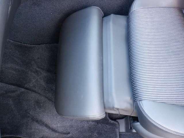 【オットマン】助手席に座る方を、大切におもてなししたい。そんな気持ちに応える装備が、オットマンシ-トです。