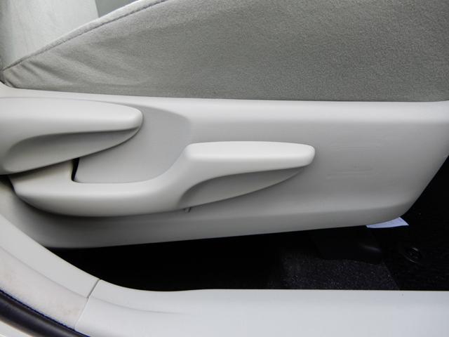 運転席座面高さ調整機能付き。