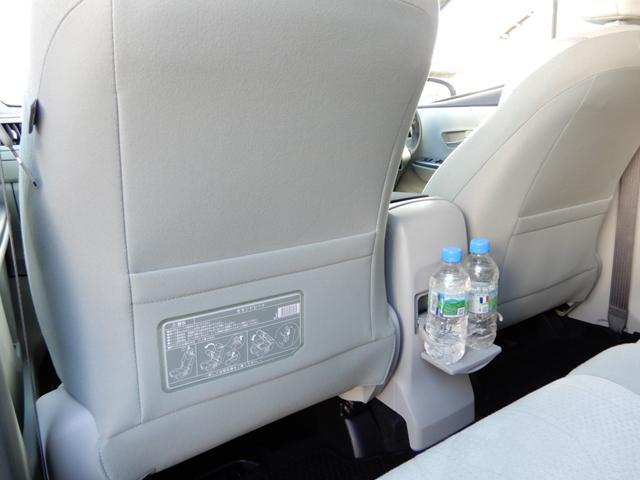 運転席助手席シートバックポケット、コンビニフック付き。