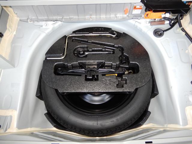 オプション装備の応急用スペアタイヤ付き。