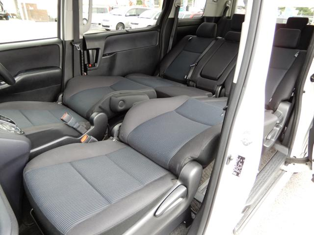 フロントシート〜セカンドシートはセミフラットになります。