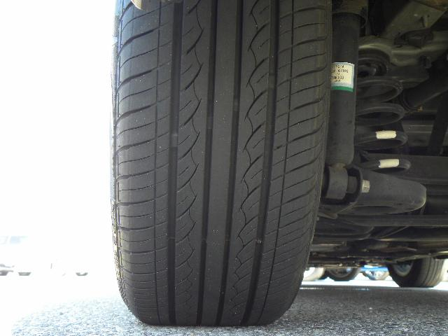 タイヤのヤマは4本ともまだまだあります。外装・内装や機関・装備等の状態を表記した『車両評価シート』がございます。メールやFAX等でお送りすることが出来ますので、お気軽にお問い合わせ下さい。