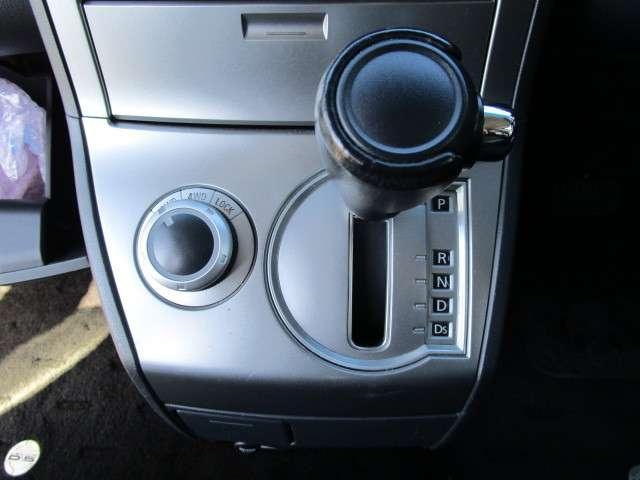 2.4 G ナビパッケージ 4WD 後席モニター(11枚目)