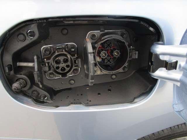 三菱 アウトランダーPHEV 2.0 G ナビパッケージ 4WD 電気温水 リモート