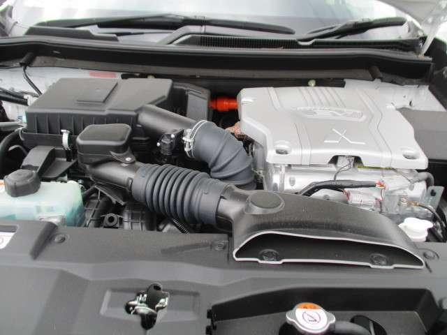 三菱 アウトランダーPHEV 2.0 G セイフティパッケージ 4WD フローティングナビ