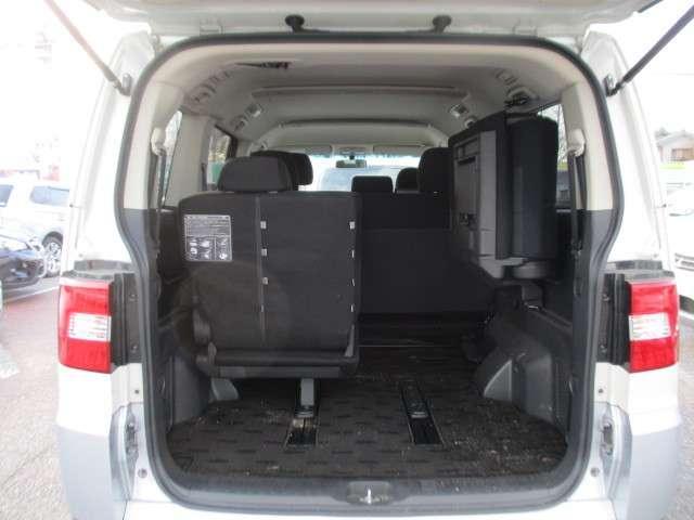 サードシートを収納すると広大なラゲッジスペースになります。