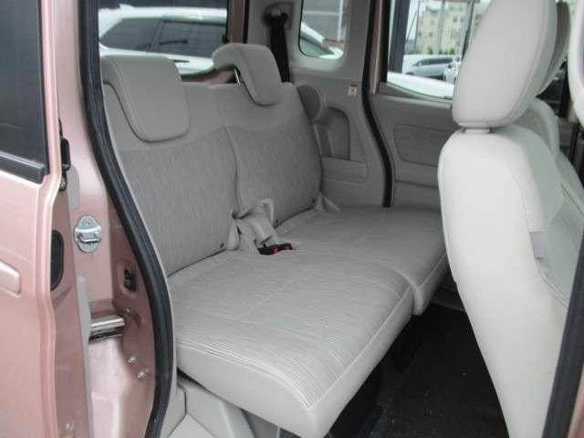 リヤシートの広さを是非一度お確かめ下さい。