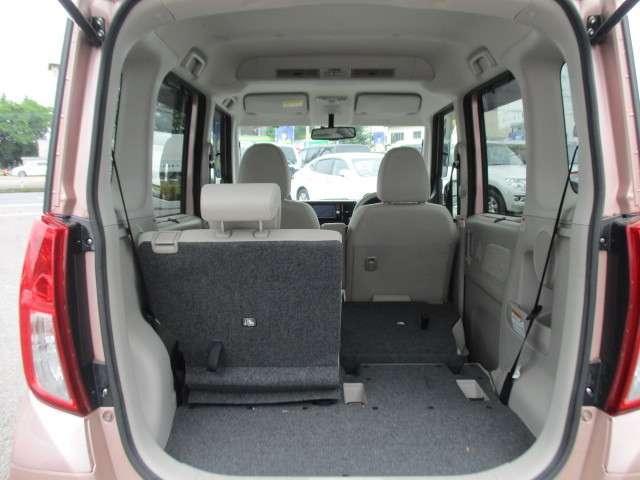 リヤシートを収納すると広大なラゲッジスペースになります。