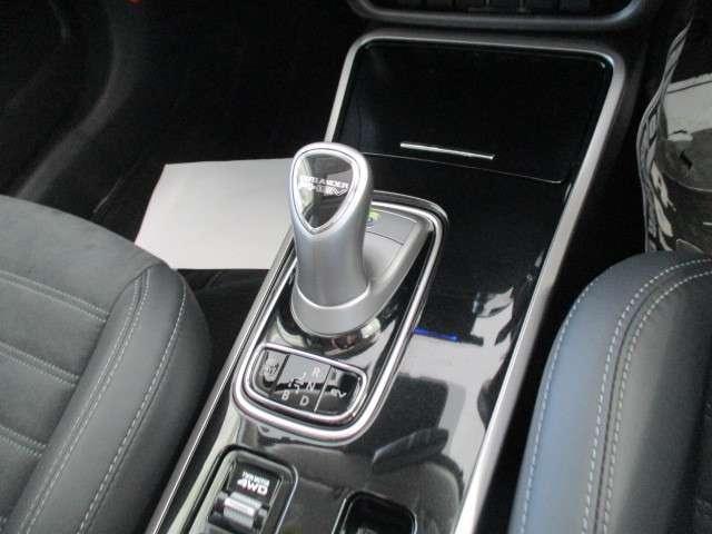 G 2.4 G 4WD 100V 電気温水 サンルーフ SDナビ フルセグTV 全方位カメラ 車両検知警報(11枚目)
