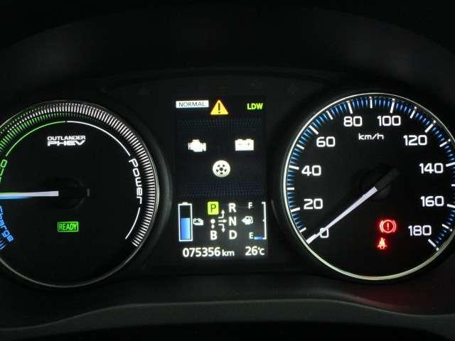 Gナビパッケージ 1オーナー 駆動バッテリー交換済 残存率100% 車線逸脱警報装置 衝突被害軽減ブレーキ 急速充電 AC100V電源 SDナビ フルセグTV(12枚目)