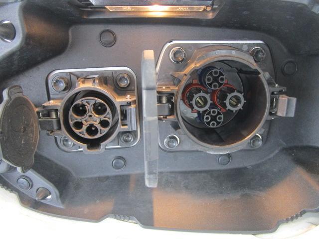 Gナビパッケージ 1オーナー 駆動バッテリー交換済 残存率100% 車線逸脱警報装置 衝突被害軽減ブレーキ 急速充電 AC100V電源 SDナビ フルセグTV(48枚目)