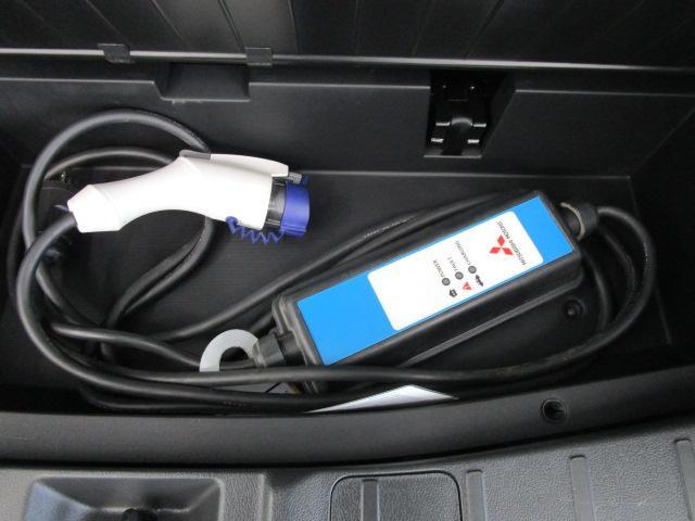 Gナビパッケージ 1オーナー 駆動バッテリー交換済 残存率100% 車線逸脱警報装置 衝突被害軽減ブレーキ 急速充電 AC100V電源 SDナビ フルセグTV(49枚目)