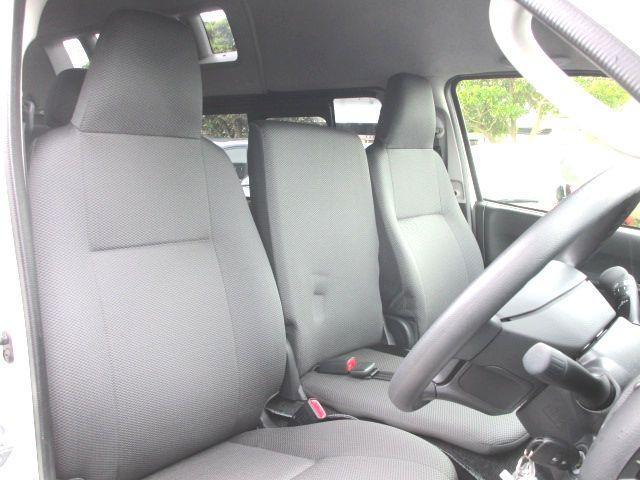 ロングDX 2.0ガソリン ウェルキャブ 車いす仕様 Cタイプ ルーフサイドウインド付 10人乗 トヨタセーフティセンス無し 福祉装備付 カーテン付 8ナンバー 乗降用てすり 未登録中古車(11枚目)
