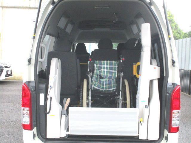 ロングDX 2.0ガソリン ウェルキャブ 車いす仕様 Cタイプ ルーフサイドウインド付 10人乗 トヨタセーフティセンス無し 福祉装備付 カーテン付 8ナンバー 乗降用てすり 未登録中古車(13枚目)