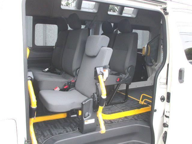 ロングDX 2.0ガソリン ウェルキャブ 車いす仕様 Cタイプ ルーフサイドウインド付 10人乗 トヨタセーフティセンス無し 福祉装備付 カーテン付 8ナンバー 乗降用てすり 未登録中古車(15枚目)