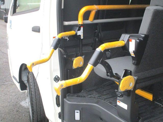 ロングDX 2.0ガソリン ウェルキャブ 車いす仕様 Cタイプ ルーフサイドウインド付 10人乗 トヨタセーフティセンス無し 福祉装備付 カーテン付 8ナンバー 乗降用てすり 未登録中古車(16枚目)