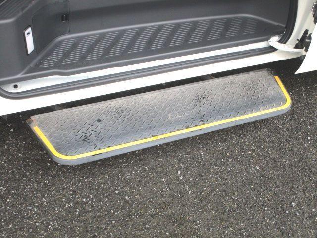 ロングDX 2.0ガソリン ウェルキャブ 車いす仕様 Cタイプ ルーフサイドウインド付 10人乗 トヨタセーフティセンス無し 福祉装備付 カーテン付 8ナンバー 乗降用てすり 未登録中古車(17枚目)