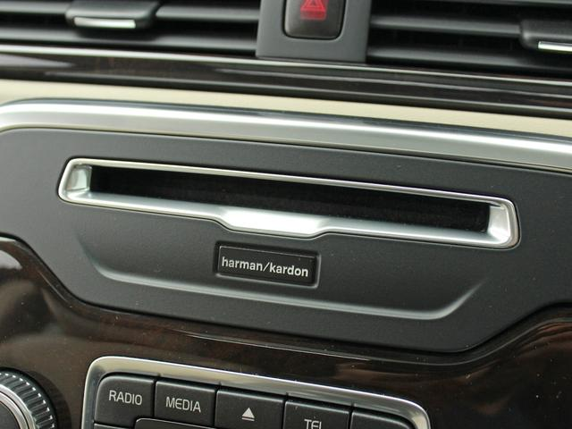【Harman/Kardon】世界のオーディオファン垂涎のプレミアムサウンドシステムを搭載。原音に近い音場空間を忠実に再現。乗る人すべてに最良の音響体験を提供します。