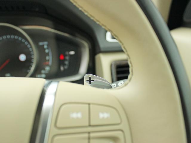 【パドルシフト】シフト部に設置されたマニュアルモードのほか、ステアリングに設置されたパドルシフトがスポーティなドライビン