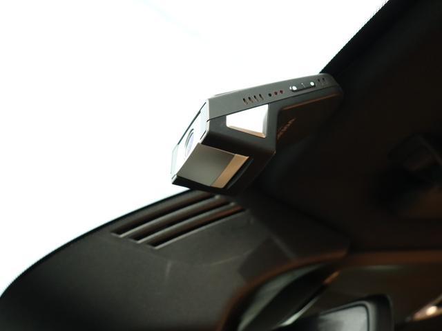 ボルボの厳しい衝突安全基準をクリアした、スマートフォンwi-fi連動型ドライブレコーダー。LED信号対応、HD録画対応。衝撃を検知することで前後5秒間の動画をスマートフォン内のアプリに自動送信。
