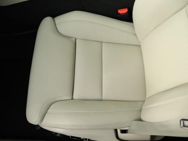 8ウェイパワーシートにはパーフォレーテッド・ファインナッパレザーを使用。高級感あるドリフト・ウッド・パネルとともに、キャビンにモダンな贅沢感をもたらします。