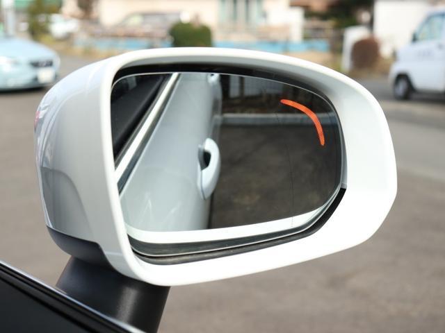 【BLIS】ブラインドスポットインフォメーションシステム搭載により、左右後方の死角をサポート。ミラーで捉えられない箇所を並走する車両/バイク/自転車等をリアセンサーが監視。巻き込みを未然に防ぎます。