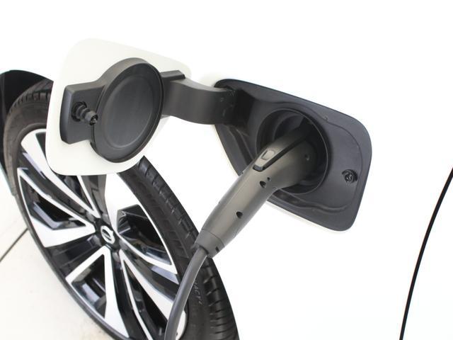 リチャージ PHV T6 AWD インスクリプション PHEV AWD クライメートPKG 前後純正ドラレコ 前後シート&ステアリングホイールヒーター 白革 harman/kardonプレミアムサウンド パワーテールゲート クリスタルシフトノブ キーレス(7枚目)