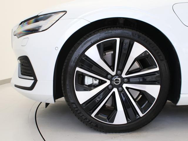 リチャージ PHV T6 AWD インスクリプション PHEV AWD クライメートPKG 前後純正ドラレコ 前後シート&ステアリングホイールヒーター 白革 harman/kardonプレミアムサウンド パワーテールゲート クリスタルシフトノブ キーレス(8枚目)