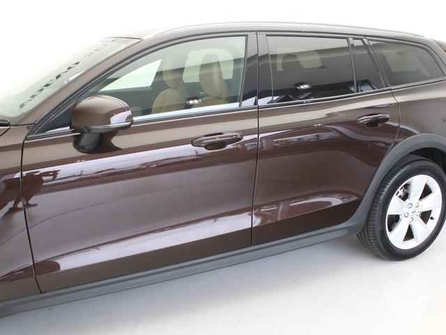 クロスカントリー T5 AWD レザーパッケージ メープルブラウンメタリック 前後純正ドラレコ キーレス LEDヘッドライト シートヒーター リアカメラ&360度カメラ 緊急エマージェンシーブレーキ フロント8ウェイパワーシート(18枚目)