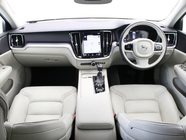 クロスカントリー T5 AWD レザーパッケージ 白革 フロント8ウェイパワーシート&シートヒーター キーレスエントリー パワーテールゲート ダークティンテッドガラス 360度ビューカメラ 18インチアルミ パワーチャイルドロック(4枚目)