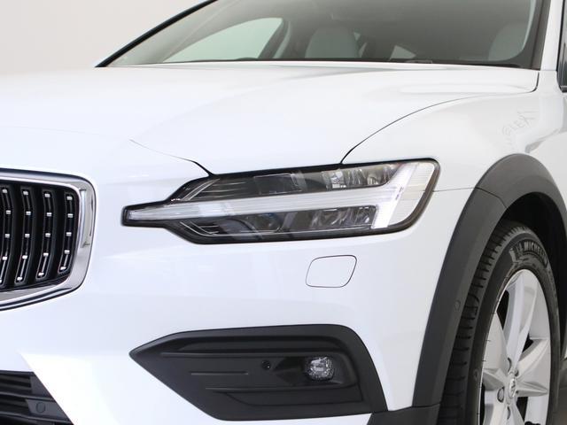 クロスカントリー T5 AWD レザーパッケージ 白革 フロント8ウェイパワーシート&シートヒーター キーレスエントリー パワーテールゲート ダークティンテッドガラス 360度ビューカメラ 18インチアルミ パワーチャイルドロック(13枚目)