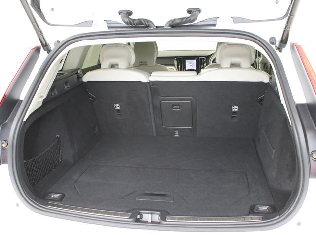 クロスカントリー T5 AWD レザーパッケージ 白革 フロント8ウェイパワーシート&シートヒーター キーレスエントリー パワーテールゲート ダークティンテッドガラス 360度ビューカメラ 18インチアルミ パワーチャイルドロック(24枚目)