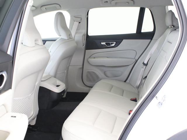 クロスカントリー T5 AWD レザーパッケージ 白革 フロント8ウェイパワーシート&シートヒーター キーレスエントリー パワーテールゲート ダークティンテッドガラス 360度ビューカメラ 18インチアルミ パワーチャイルドロック(33枚目)