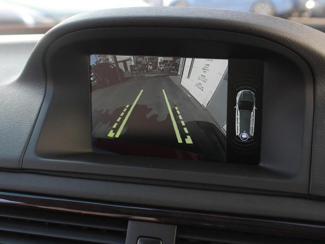 リアビューカメラは車体幅のラインをモニターに映し出すことが可能になりました。