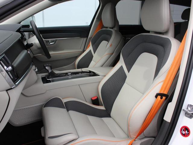 【フロントシート】整形外科医の監修を受けて造られるボルボのシート。その座り心地には古くから定評があり、長距離ドライブでも決して疲労を感じさせることがありません。フロント2座にはヒーターも搭載。