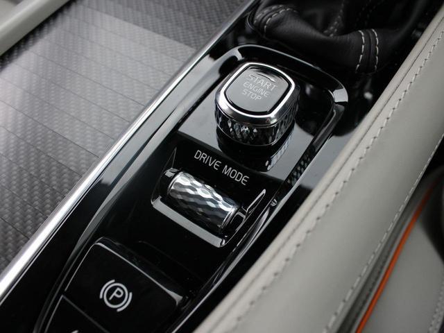 【Drive Mode】Eco / Comfort / Dynamic の3種類でエンジンやトランスミッション、ステアリングのレスポンス特性を変更できるドライブモードを装備しています。