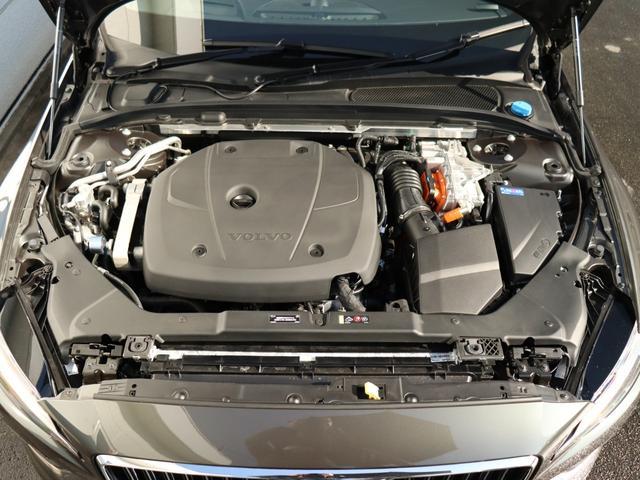 フロントに253psの2Lターボ・ガソリンエンジン、リアに87psの電気モーターを積み、システム全体で340ps(参考合算値)を発揮する、ガソリンエンジンが前輪、電気モーターが後輪を駆動するAWD車両