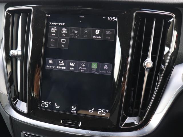 AppleCarPlayやAndroidAutoを利用すれば、スマホを簡単に接続できます。USBポートにケーブルをつなぐだけで、見慣れたホーム画面と共通するインターフェイスがディスプレイに表示されます